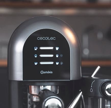 Cecotec 01590 - Cafetera Semiautomática Instant-ccino 20 Chic Serie Nera